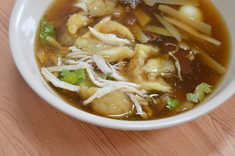 Món súp gà nấu măng