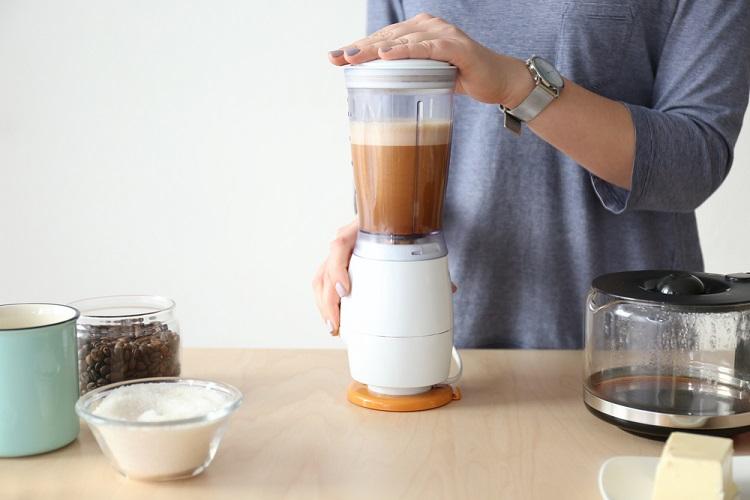 Làm cà phê bọt biển bằng máy xay sinh tố