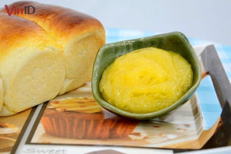 Sốt trứng muối chấm bánh mì