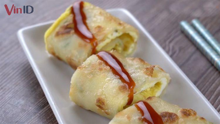Bánh trứng chiên hành cuộn phô mai.